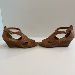 "Elliot Lucca Tan Leather Woven Sandal. Size 7.5""M"